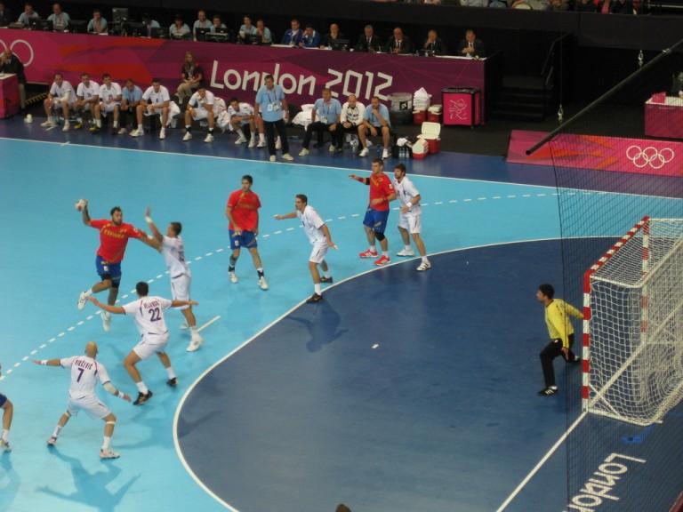 7864063996_c0ba36305d_b_handball